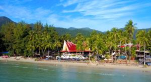 Stranden på Klong Phrao ved Santhiya Tree